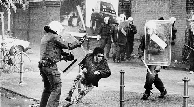 Zwischen Imagepflege und Gewalt – Polizeistrategien gegen Demonstrationen