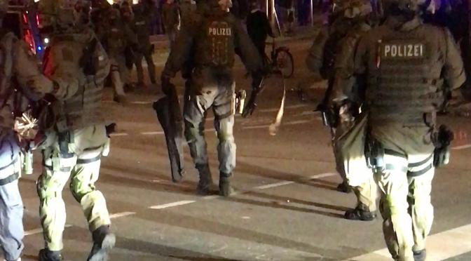 Militarisierung des Protest Policing: Polizeikrieger als autoritäre Konfliktlösung